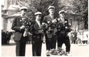 Ylioppilaat 1961 sankarihautakäynnillä