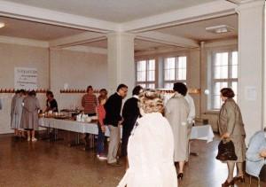 Lahden ystävyysseurojen kv-markkinat Lyseolla kevät 1984_0002