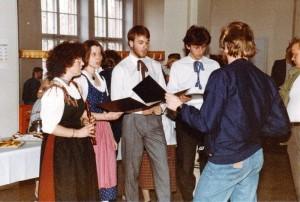 Lahden ystävyysseurojen kv-markkinat Lyseolla kevät 1984_0003