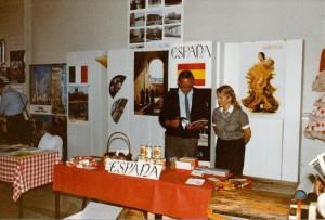 Lahden ystävyysseurojen kv-markkinat Lyseolla kevät 1984_0005