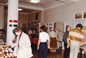 Lahden ystävyysseurojen kv-markkinat Lyseolla kevät 1984_0007